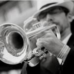 Thumb tormod trumpet